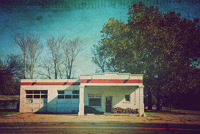 Photograph - Old Mechanic Shop On 81 Oklahoma by Toni Hopper