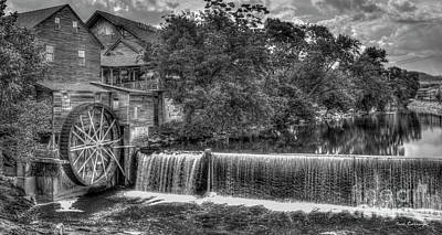 Pigeon In Park Photograph - Old Mill Classic B W The Pigeon Forge Mill Art by Reid Callaway