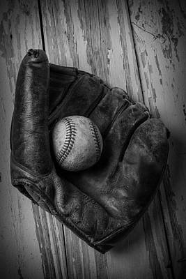 Old Mitt In Black And White Art Print