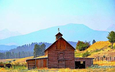 Old Mountain Barn -2 Art Print