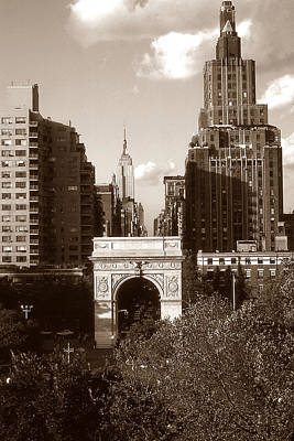 Photograph - Washington Arch And New York University by Art America Gallery Peter Potter