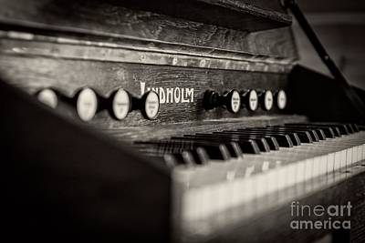 Photograph - Old Piano by Edward Fielding