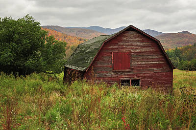Barn In Woods Photograph - Old Red Barn In Autumn Keene Ny by Terry DeLuco