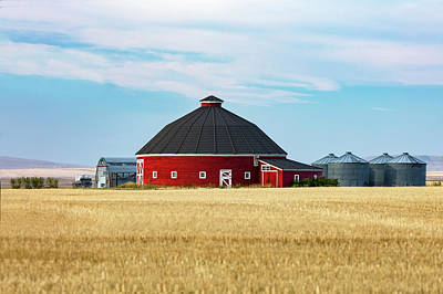 Round Barn Photograph - Old Round Barn by Todd Klassy