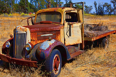 Junkers Photograph - Old Rusting Flatbed Truck by Garry Gay