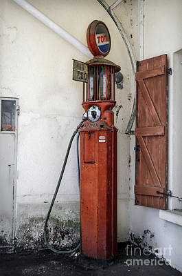 Photograph - Old Satam Petrol Pump by RicardMN Photography