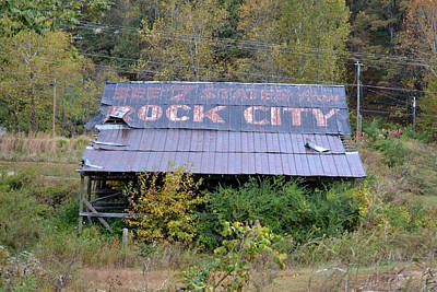 Photograph - Old See Rock City Roof by rd Erickson