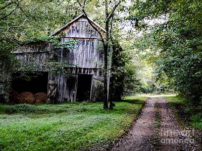 Photograph - Old Tennessee Tobacco Barn by Chris Tarpening