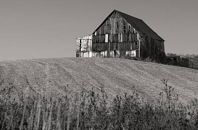 White Barn Photograph - Old Tobacco Barn by Don Spenner
