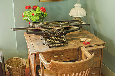 Photograph - Old Underwood Typewriter by Allen Sheffield