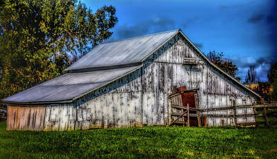 Photograph - Old White Barn by Garry Gay