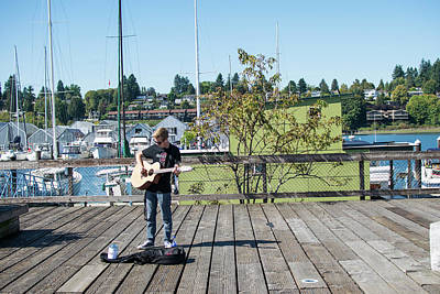 Photograph - Olympia Busker by Tom Cochran