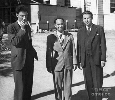 Lawrence University Photograph - Oppenheimer, Fermi And Lawrence, 1940 by Science Source
