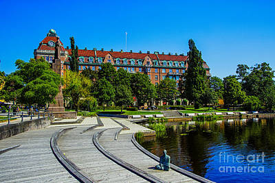 Photograph - Orebro Center by Rick Bragan
