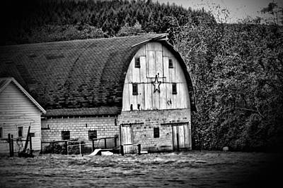 Photograph - Oregon Barn by Bonnie Bruno