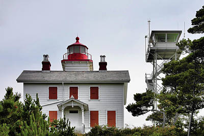 Oregon's Seacoast Lighthouses - Yaquina Bay Lighthouse - Old And New Art Print
