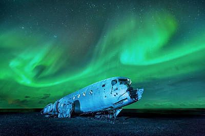 orthern lights over plane wreck  in Iceland Original