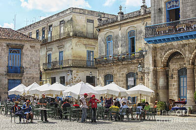 Caribbean Corner Photograph - Outdoor Restaurant In Cuba by Patricia Hofmeester