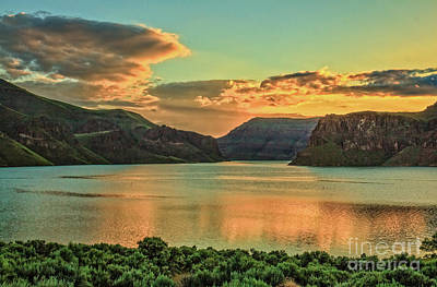 Photograph - Owyhee Reservoir At Dusk by Robert Bales