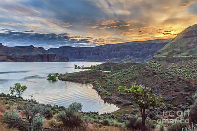 Photograph - Owyhee Reservoir Sunrise by Robert Bales