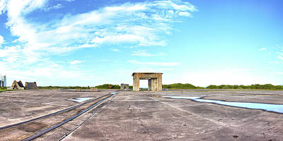 Photograph - Pad 34 by Gordon Elwell