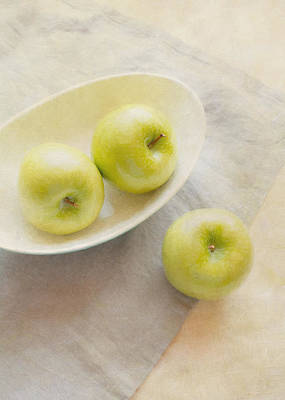 Photograph - Painterly Apples by Colleen Farrell