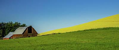 Photograph - Palouse Barn by Don Schwartz