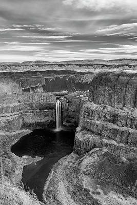 Photograph - Palouse Falls - Black And White by Loree Johnson