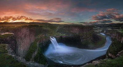 Photograph - Palouse Falls Sunrise by William Lee