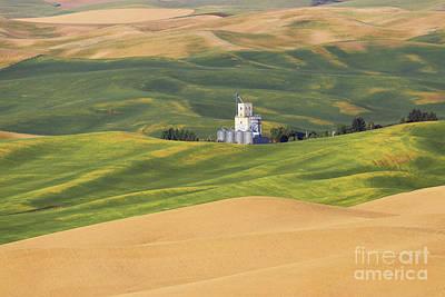 Photograph - Palouse Grain Elevators  2410 by Jack Schultz