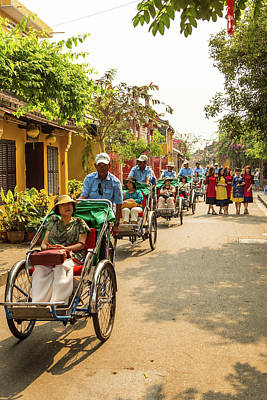 Que Photograph - Cyclo Parade by Lahiru Ranasinghe
