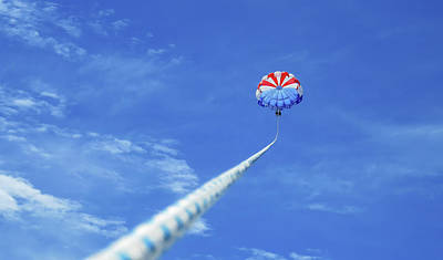 Photograph - Parasailing by Robert Bellomy