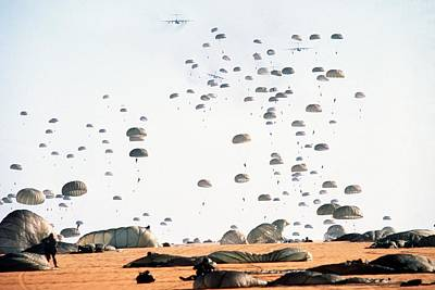 Paratroopers From The 82nd Airborne Art Print by Everett