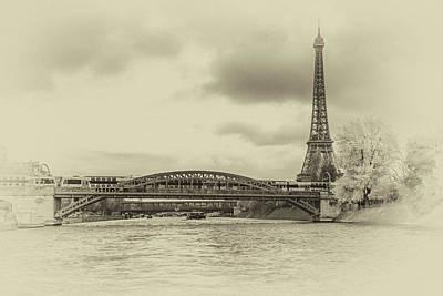Photograph - Paris 2 by Lindy Grasser