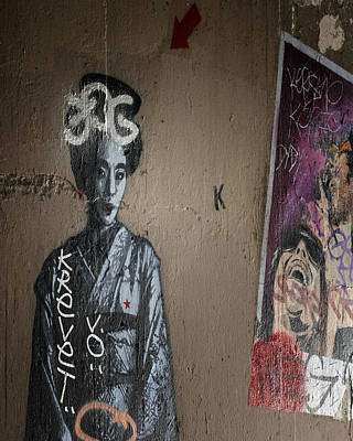 Photograph - Paris Grafitti Geisha by Gigi Ebert