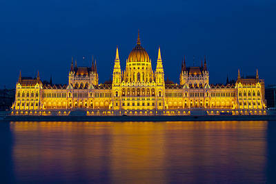 Parliament On The Danube Art Print