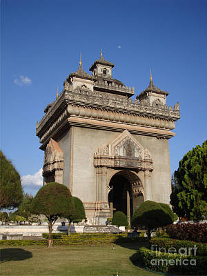 Patuxai Photograph - Patuxai Arch - Vientiane - Laos by Mike Holloway
