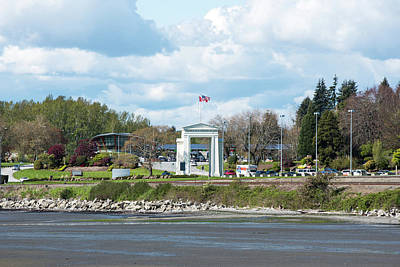 Photograph - Peace Arch by Tom Cochran