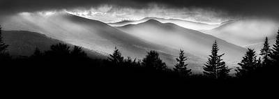 Sun Rays Photograph - Pemigewasset Wilderness by Bill Wakeley