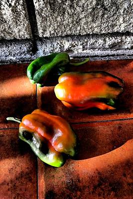 Photograph - Peppers 02 by Dora Hathazi Mendes