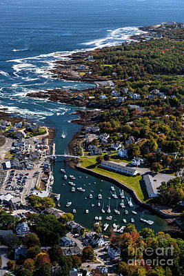 Perkins Cove To The Cliff House Art Print by Scott Thorp
