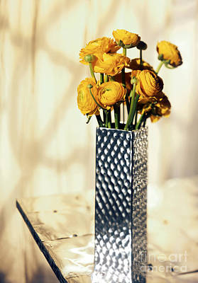 Vase Table Photograph - Persian Buttercup by Tony Cordoza