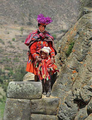 Photograph - Peruvian Mother And Child by Alan Toepfer
