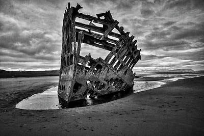 Peter Iredale Photograph - Peter Iredale 3 by Alan Kepler