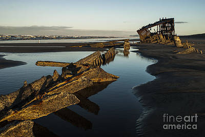 Peter Iredale Photograph - Peter Iredale by Robert Potts