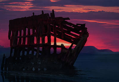 Peter Iredale Photograph - Peter Iredale Shipwreck by Art Spectrum