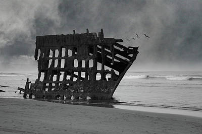 Peter Iredale Photograph - Peter Iredale Shipwreck At Oregon Coast by Art Spectrum