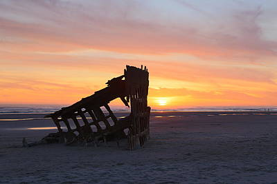 Peter Iredale Photograph - Peter Iredale Shipwreck by Kristine Moore