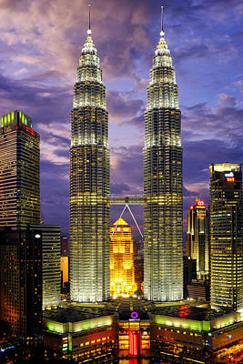 Photograph - Petronas Towers by Fabrizio Troiani