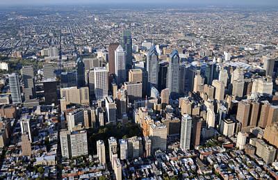 Philadelphia Skyline Photograph - Philadelphia O469 by Duncan Pearson